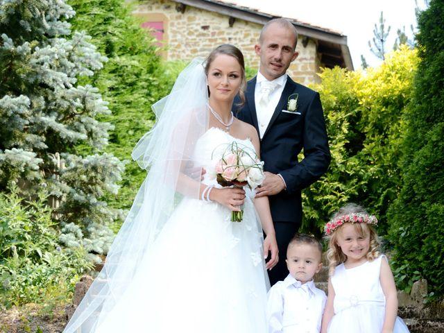 Le mariage de Julien et Gaëlle à Chazay-d'Azergues, Rhône 8