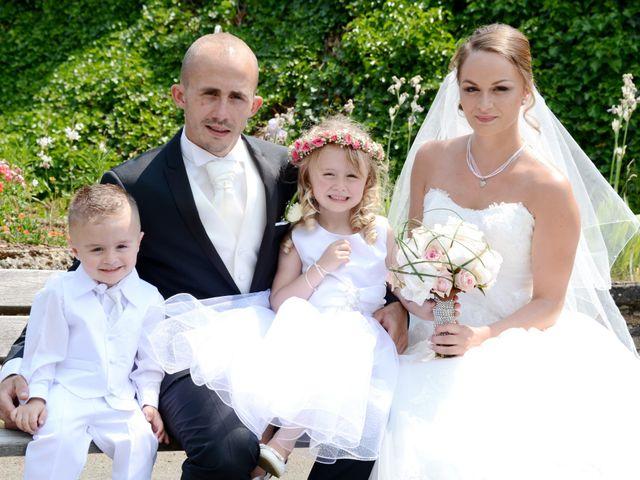 Le mariage de Julien et Gaëlle à Chazay-d'Azergues, Rhône 10