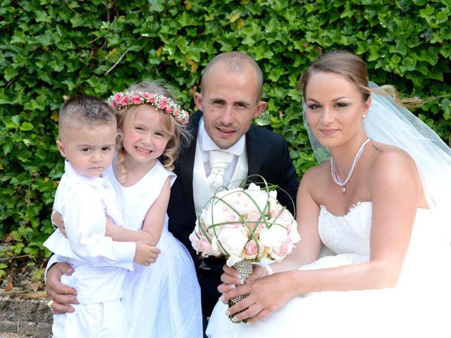 Le mariage de Julien et Gaëlle à Chazay-d'Azergues, Rhône 11