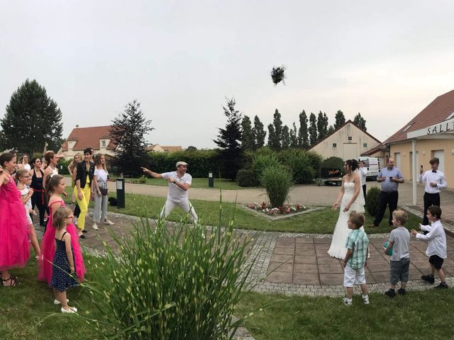 Le mariage de Oliver et Marion à Jouy-Mauvoisin, Yvelines 1