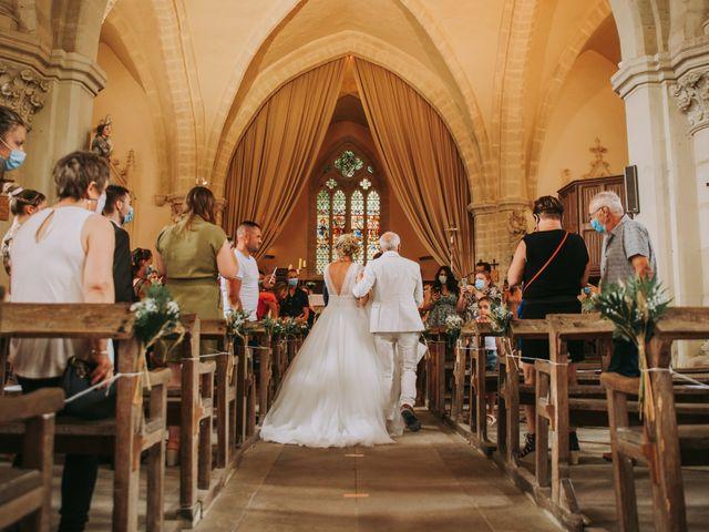 Le mariage de Sébastien et Marlène à La Roche-en-Brenil, Côte d'Or 11