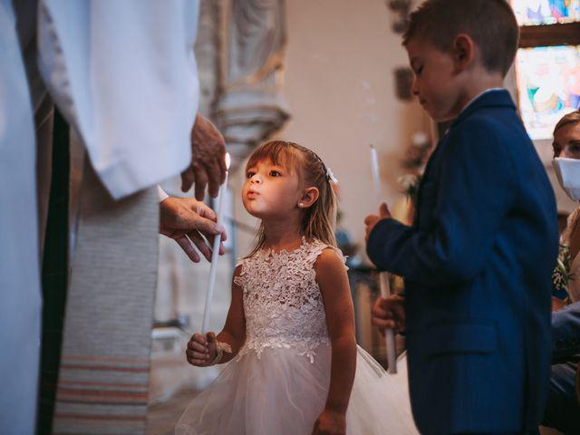 Le mariage de Sébastien et Marlène à La Roche-en-Brenil, Côte d'Or 16