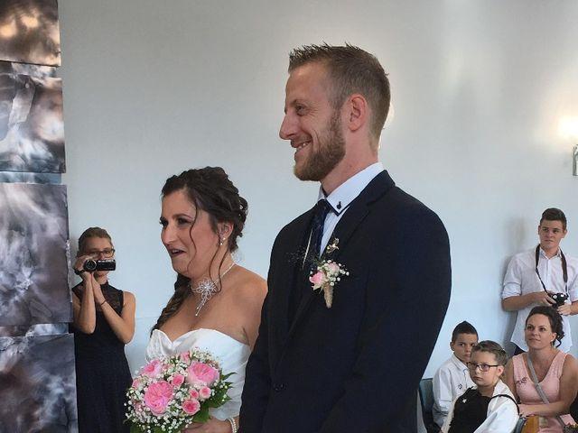 Le mariage de Sandy et Elodie à Sains-du-Nord, Nord 3