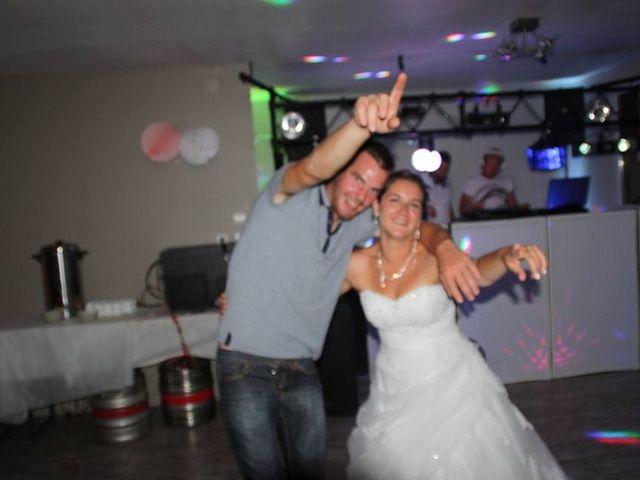 Le mariage de Isaüra et Allan à Sainte-Suzanne, Mayenne 9