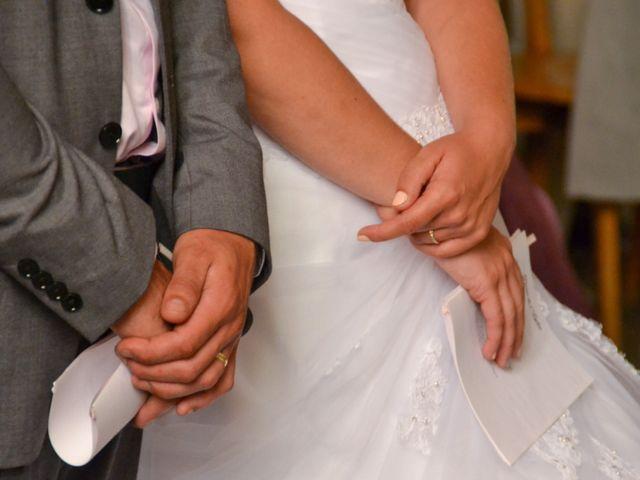 Le mariage de Isaüra et Allan à Sainte-Suzanne, Mayenne 30