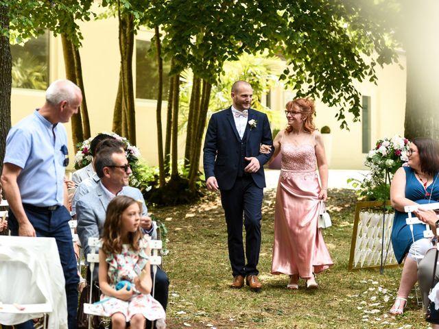 Le mariage de Nicolas et Sarah à Pont-de-Pany, Côte d'Or 35