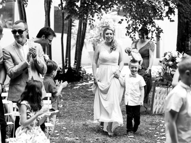 Le mariage de Nicolas et Sarah à Pont-de-Pany, Côte d'Or 37