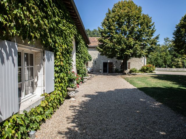 Le mariage de James et Claire à Allemans, Dordogne 2