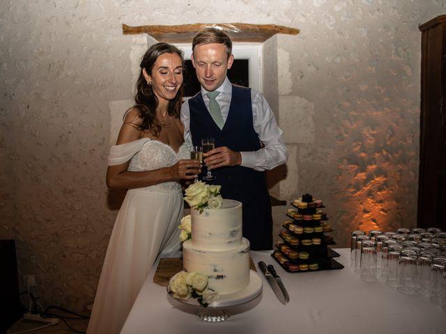 Le mariage de James et Claire à Allemans, Dordogne 47