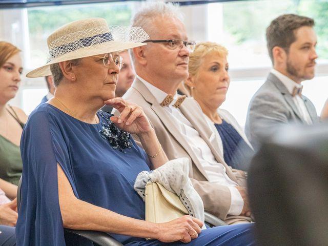 Le mariage de Fayçal et Margaux à Saint-Cyr-l'École, Yvelines 14