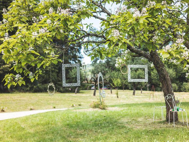 Le mariage de Nicolas et Amandine à Marmanhac, Cantal 9