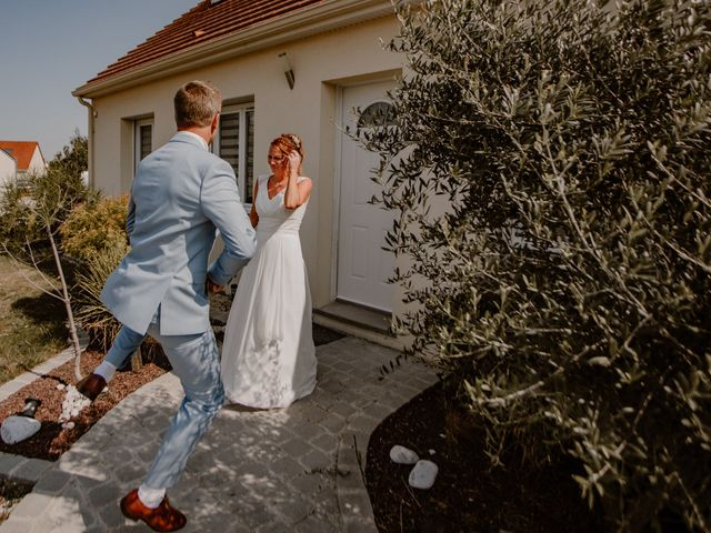 Le mariage de Matt et Elodie à Saint-Denis-de l'Hôtel, Loiret 16