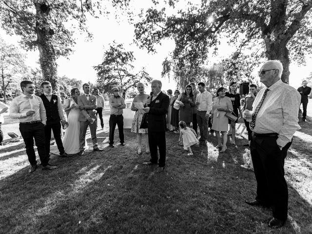 Le mariage de Matt et Elodie à Saint-Denis-de l'Hôtel, Loiret 34