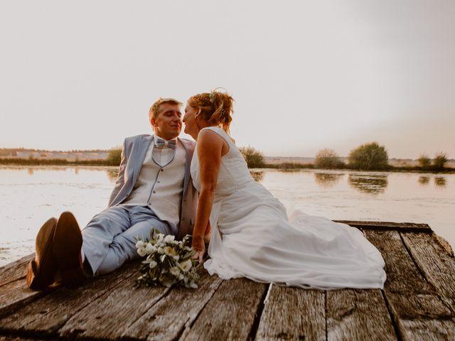 Le mariage de Matt et Elodie à Saint-Denis-de l'Hôtel, Loiret 45