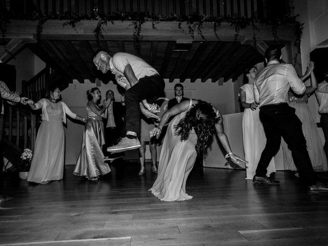 Le mariage de Matt et Elodie à Saint-Denis-de l'Hôtel, Loiret 48