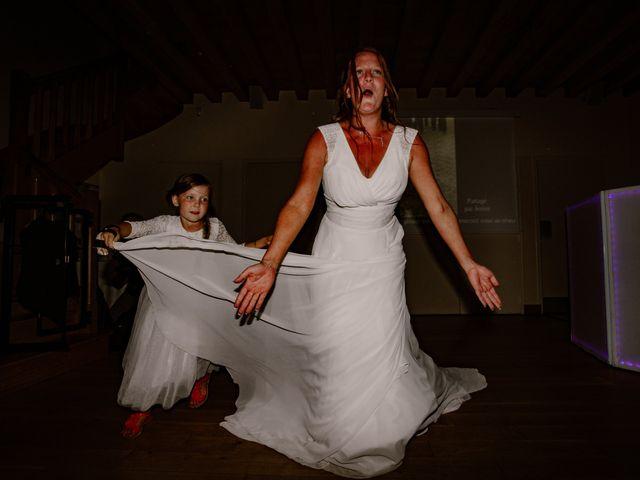 Le mariage de Matt et Elodie à Saint-Denis-de l'Hôtel, Loiret 54