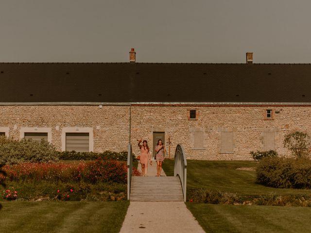 Le mariage de Matt et Elodie à Saint-Denis-de l'Hôtel, Loiret 59