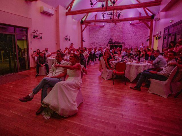 Le mariage de Matt et Elodie à Saint-Denis-de l'Hôtel, Loiret 60
