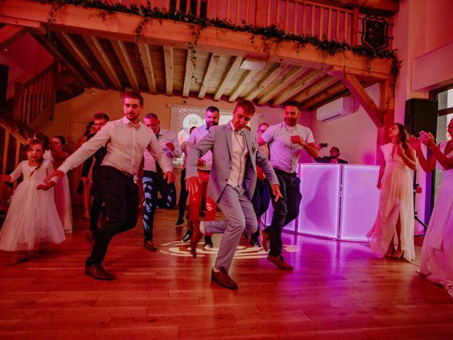Le mariage de Matt et Elodie à Saint-Denis-de l'Hôtel, Loiret 61