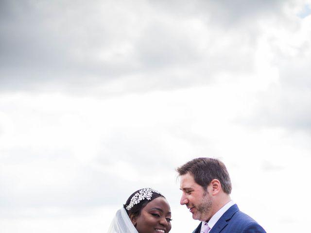 Le mariage de Pierre et Émilienne à Saint-Pierre-du-Vauvray, Eure 92