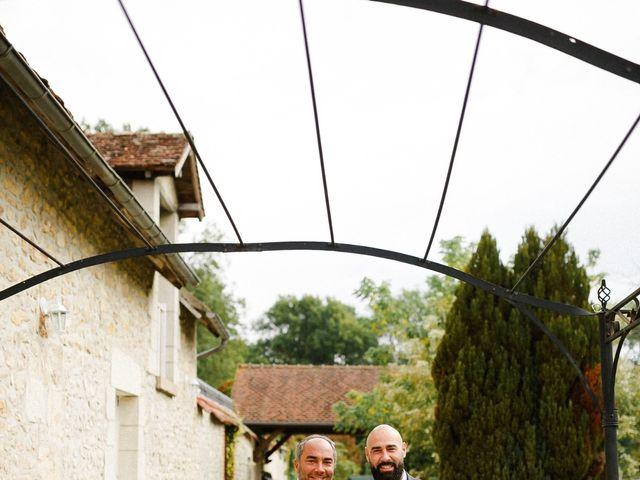 Le mariage de Julien et Mariana à Beaulieu-sur-Loire, Loiret 15