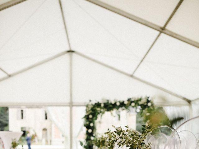 Le mariage de Julien et Mariana à Beaulieu-sur-Loire, Loiret 17