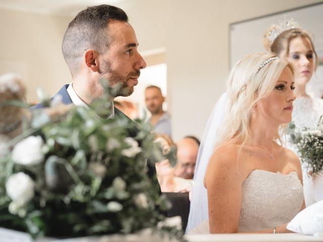 Le mariage de Stéphane et Lucile à Lapalud, Vaucluse 9