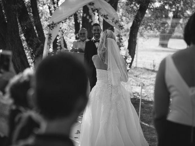 Le mariage de Stéphane et Lucile à Lapalud, Vaucluse 23