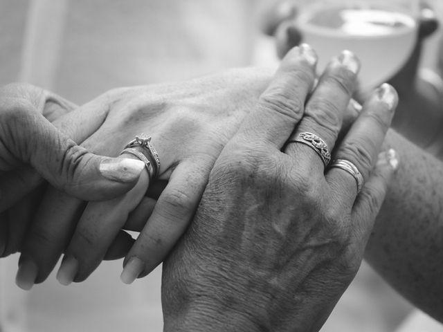 Le mariage de Stéphane et Lucile à Lapalud, Vaucluse 54