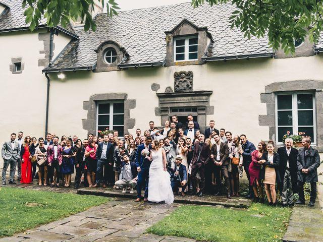 Le mariage de Camille et Alexandra à Charbonnières les Varennes, Puy-de-Dôme 32