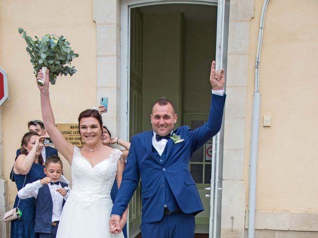 Le mariage de Fabien et Aurélie à Lussac-les-Châteaux, Vienne 11