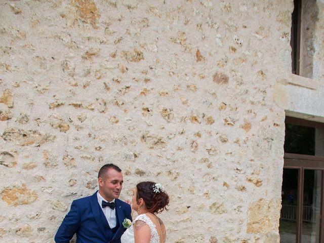 Le mariage de Fabien et Aurélie à Lussac-les-Châteaux, Vienne 20