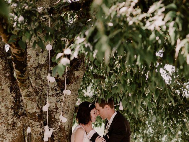 Le mariage de Thomas et Anne-laure à Mouthiers-sur-Boëme, Charente 35