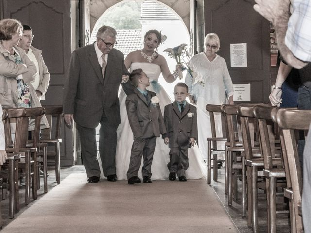 Le mariage de Arnaud et Alexandra à Remilly-Aillicourt, Ardennes 12