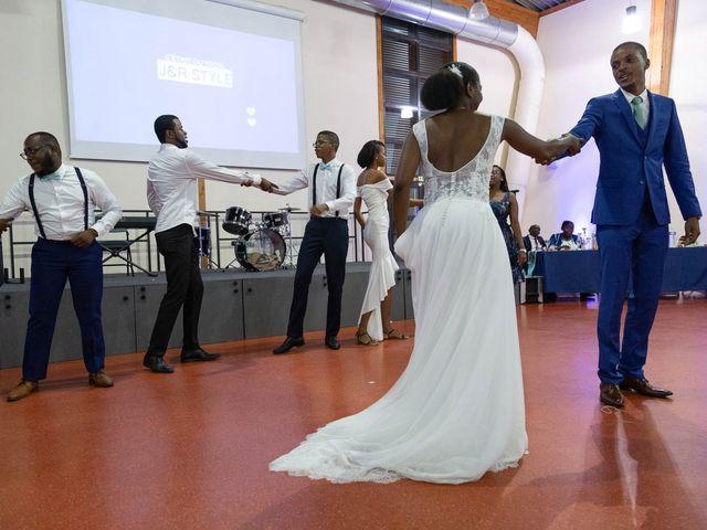 Le mariage de Julien et Ruthline à Clermont-Ferrand, Puy-de-Dôme 33