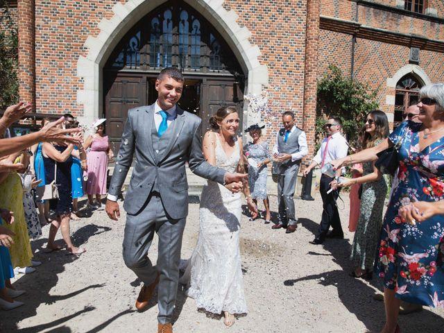 Le mariage de Damian et Katie à Saint-Priest-Bramefant, Puy-de-Dôme 6