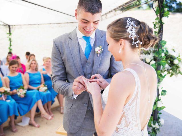 Le mariage de Damian et Katie à Saint-Priest-Bramefant, Puy-de-Dôme 15