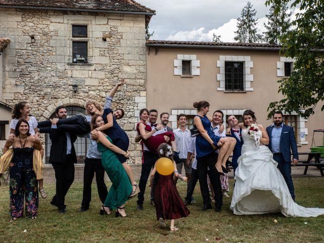 Le mariage de Mickael et Déborah à Saint-Léon-sur-l'Isle, Dordogne 18