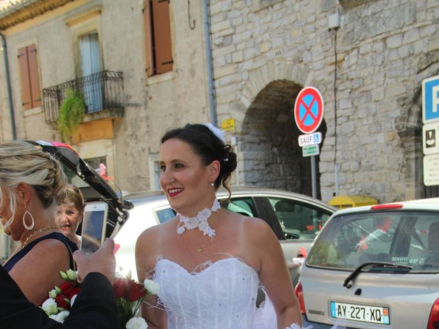 Le mariage de Romuald et Virginie à Clarensac, Gard 4