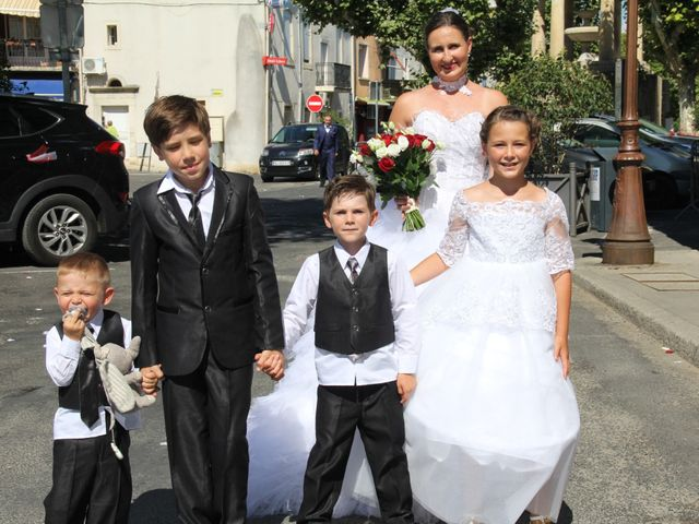 Le mariage de Romuald et Virginie à Clarensac, Gard 13