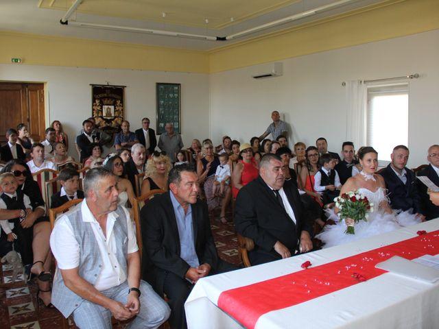 Le mariage de Romuald et Virginie à Clarensac, Gard 16