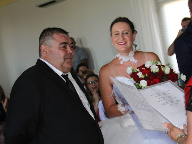 Le mariage de Romuald et Virginie à Clarensac, Gard 23