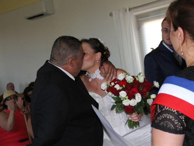 Le mariage de Romuald et Virginie à Clarensac, Gard 24