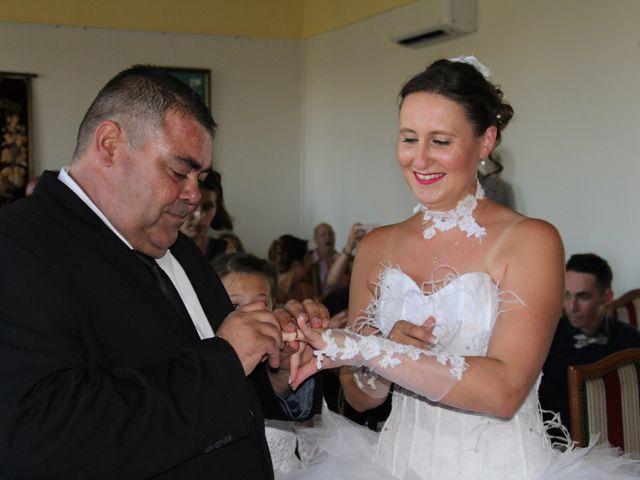 Le mariage de Romuald et Virginie à Clarensac, Gard 25