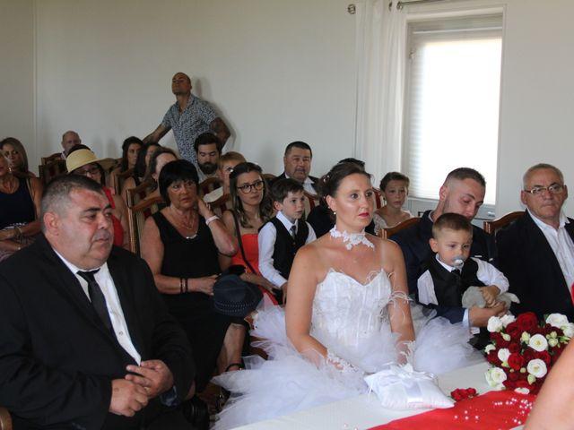Le mariage de Romuald et Virginie à Clarensac, Gard 27