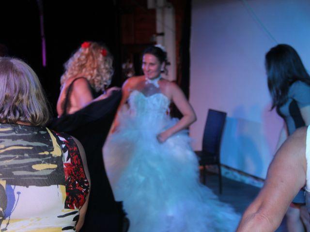 Le mariage de Romuald et Virginie à Clarensac, Gard 327