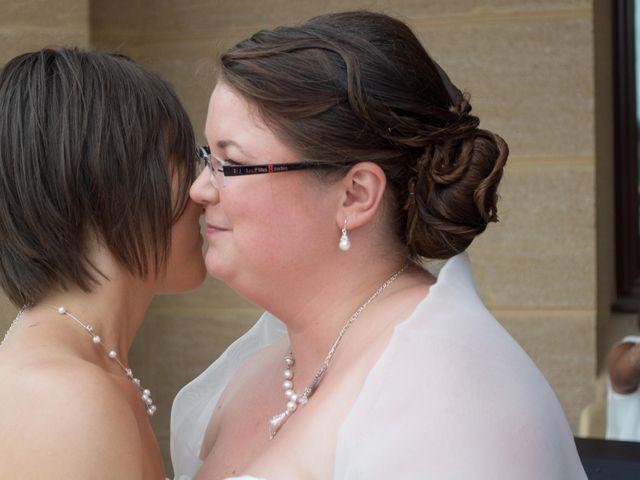 Le mariage de Daria et Emilie à Remoulins, Gard 36