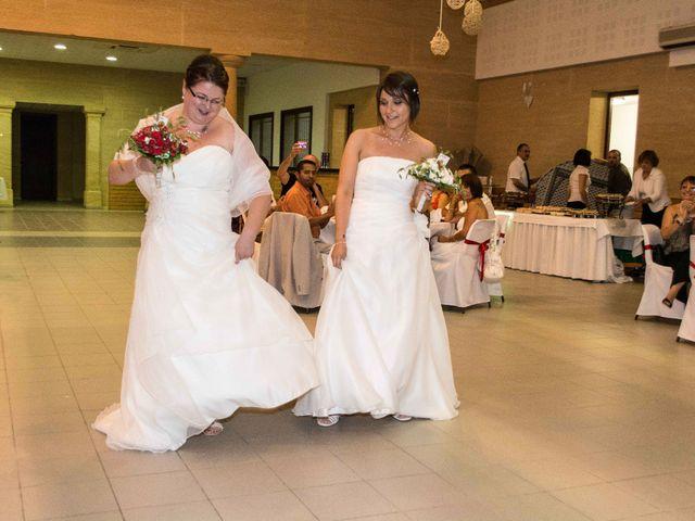 Le mariage de Daria et Emilie à Remoulins, Gard 48