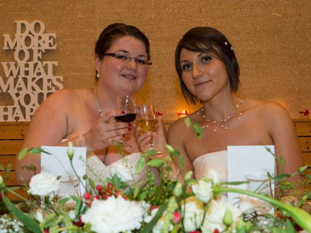 Le mariage de Daria et Emilie à Remoulins, Gard 57
