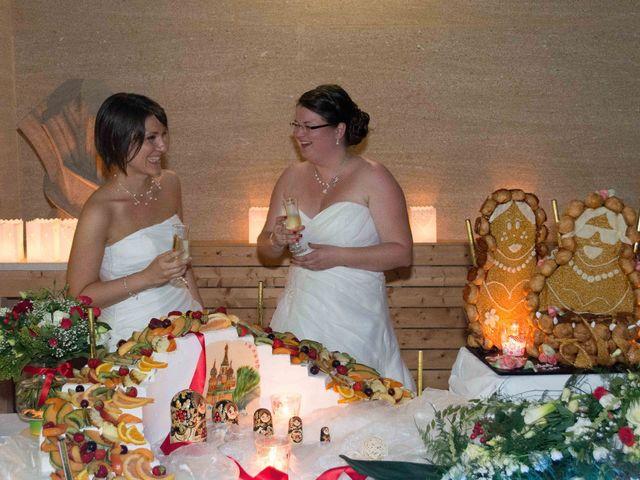 Le mariage de Daria et Emilie à Remoulins, Gard 74